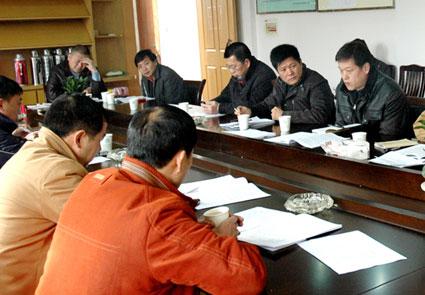 我县部门单位、乡镇街道领导分组讨论全会报告